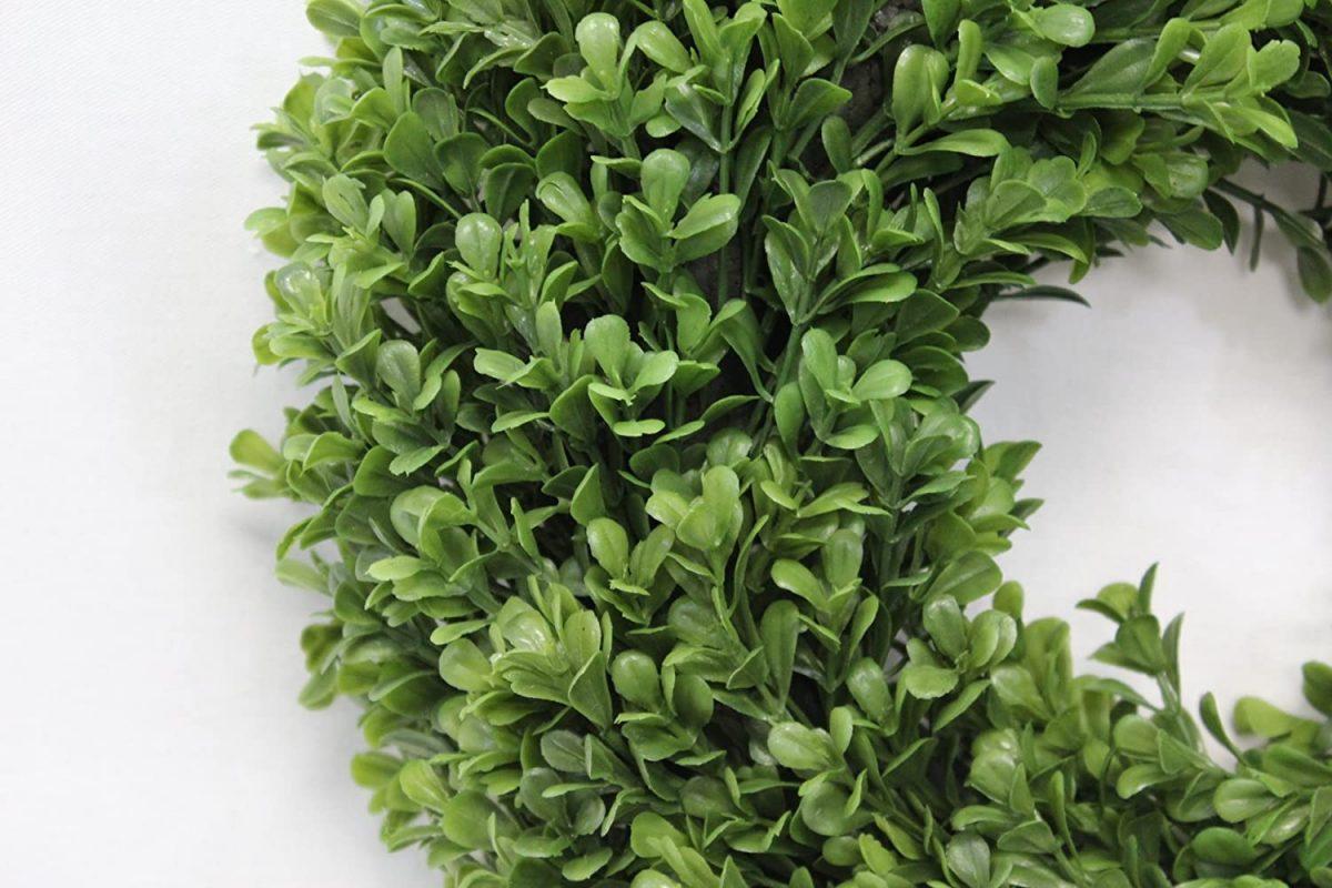 12 Inch Boxwood Wreath closeup